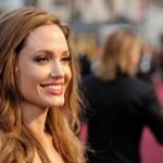 Come Angelina Jolie è stata raggirata dagli oncologi riguardo al cancro al seno che non ha mai avuto